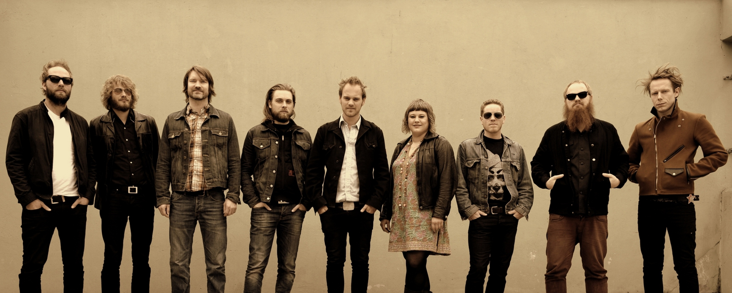 jaga_jazzist_band_faces_line_wall_12987_2560x1024
